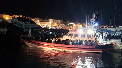 Dopo i 433 approdati ieri con 15 imbarcazioni