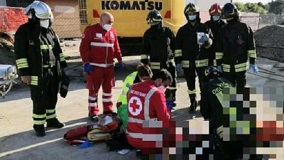 Un altro è ferito, ora in codice rosso all'ospedale