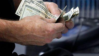 انتعاش إنفاق المستهلكين والدخل بالولايات المتحدة في مارس