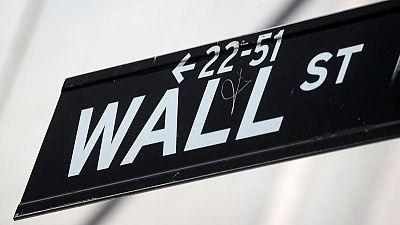 Wall Street abre a la baja, se encamina a cerrar semana con ganancias