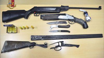 Fucili, pistole e 10 mila munizioni, sequestrato arsenale
