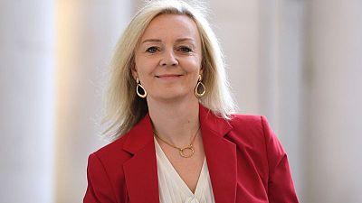 وزيرة التجارة البريطانية تتوقع حل خلاف بوينج-إيرباص بحلول يوليو