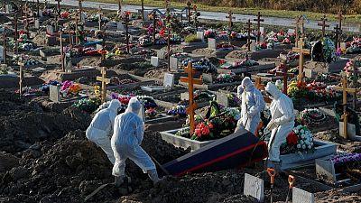 Rusia registra un exceso de más de 400.000 muertes durante pandemia: cálculos de Reuters