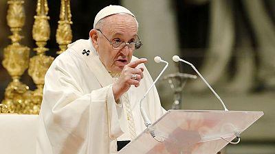 Papa elimina privilegios para cardenales y obispos del Vaticano que afrontan juicios