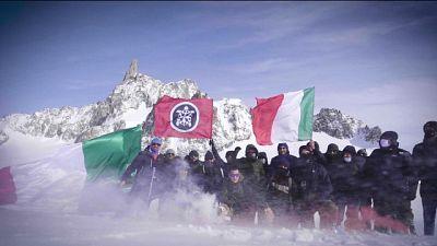 Alpinisti tracciano scritta 'Italia' su zona contesa