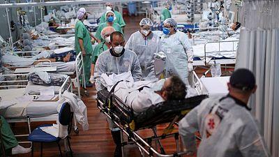 Brasil registra 2.595 nuevas muertes por COVID-19, total decesos suma 403.781