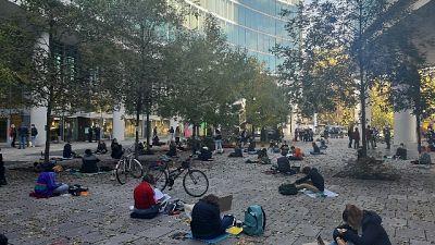 Sit in pacifico del liceo Volta contro ordinanza Lombardia