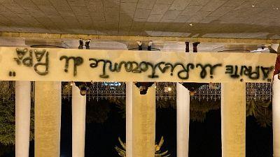 Manifestazione pacifica contro chiusura locali alle 18