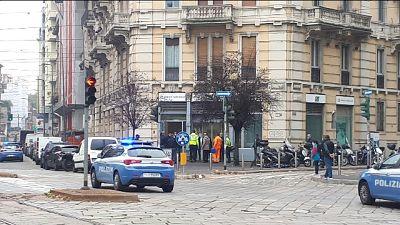 Polizia circonda filiale Credit Agricole in piazza Ascoli
