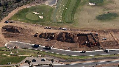 REPORTE ESPECIAL-Cómo Trump redujo impuestos por la conservación de un campo de golf
