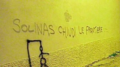 Scritte sul muro della Regione anche contro assessore Sanità