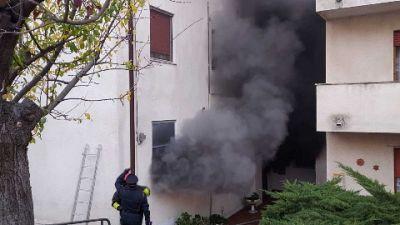Vvf in azione a Trecastelli (Ancona), fiamme da elettrodomestico