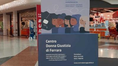 A Ferrara all'ipercoop espositori anche per denunciare