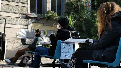 Protesta in un liceo di Milano. Preside, non aprano prima bingo
