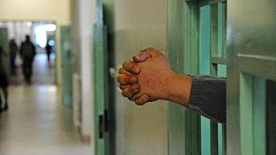 Ai danni di un detenuto recluso nel penitenziario del Senese