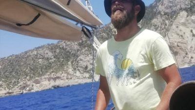 """Famiglia bloccata in barca a Carloforte, """"non abbiamo più soldi"""""""