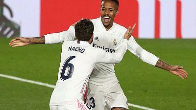 Dúo brasileño ayuda al Real Madrid a vencer 2-0 en casa al Osasuna