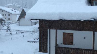 Nello Zoldano, frane e neve, 'per fortuna c'è il caminetto'