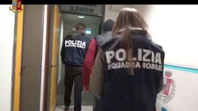 Interdetto per un anno insegnante Filosofia, sequestrato pc