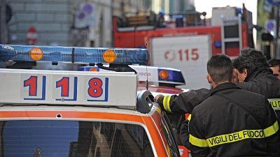Decesso in abitazione, i soccorsi di vigili del fuoco e 118