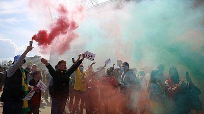 تأجيل انطلاق مباراة مانشستر يونايتد وليفربول مع احتجاج الجماهير ضد عائلة جليزر