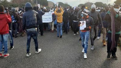 In piazza dopo incidente mortale Gioia Tauro, diritti e dignità