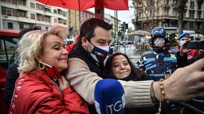 Per le polemiche su presenza di Salvini alla consegna dei doni