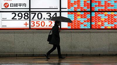 Asia off to slow start ahead of U.S. data deluge