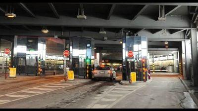 Veicoli fermati in area regolazione alle porte di Aosta