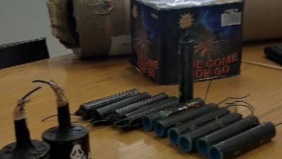 Giochi pirotecnici illegali venduti on line, 300 kg sequestrati