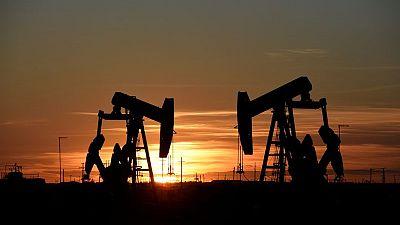 أسعار النفط تهبط مع تبديد الجائحة مبيعات الوقود بالهند