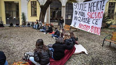 Studenti lasciano i due licei, 'vogliamo tornare in presenza'