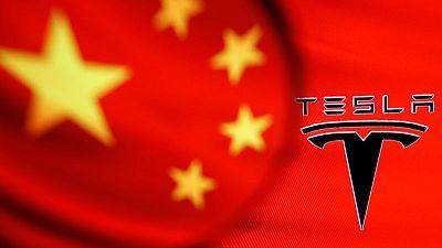 EXCLUSIVA-Tesla, bajo observación en China, aumenta interacción con reguladores: fuentes