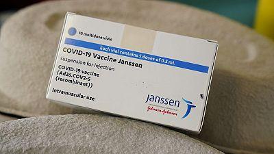 Dinamarca excluye inyección de J&J contra COVID-19 de su programa de vacunación