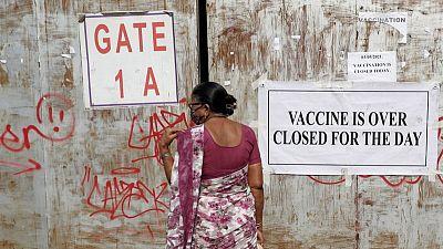Doctores indios en formación son sacados de exámenes para unirse a combate contra COVID