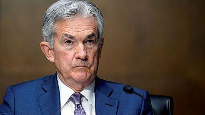 Powell dice recuperación económica está ensombrecida por brechas raciales y de educación
