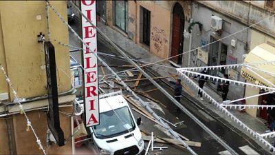 Crollata un'impalcatura in centro, nave Genova-P.Torres a Olbia