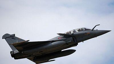 وزارة: مصر وفرنسا توقعان على عقد لتوريد 30 طائرة رافال