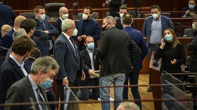 Espulsi altri 5 consiglieri opposizione