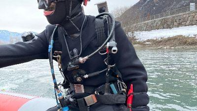 Nuova battuta di ricerche dei vigili del fuoco nel fiume