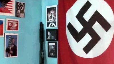 Utente con immagine di Hitler, poi insulti e slogan antisemiti