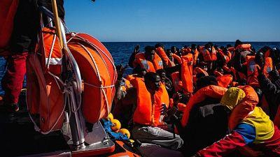 Tra 422 a bordo anche 8 positivi al Covid