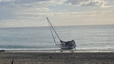 Natante si è arenato su spiaggia di Bovalino