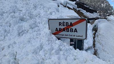 Massa di neve si è fermata prima di raggiungere un'officina