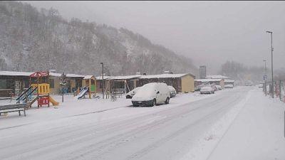 Rallentamenti circolazione entroterra. 15 cm neve in zone sisma
