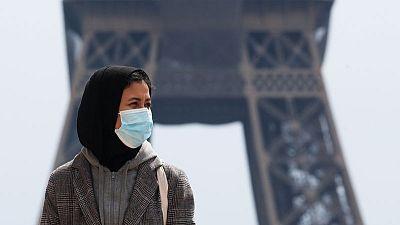 Jóvenes musulmanas protestan contra propuesta de prohibición francesa de hiyab