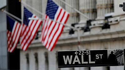 وول ستريت تفتح على انخفاض تحت ضغط التخارج من أسهم الشركات ذات رؤوس الأموال العملاقة