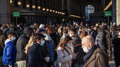 A Milano sanzionate anche 30 persone ai tavoli