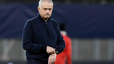 Roma nombra a Mourinho como su nuevo entrenador para la temporada 2021-22