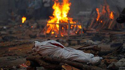 RESUMEN-Casos de COVID-19 en India superan los 20 millones